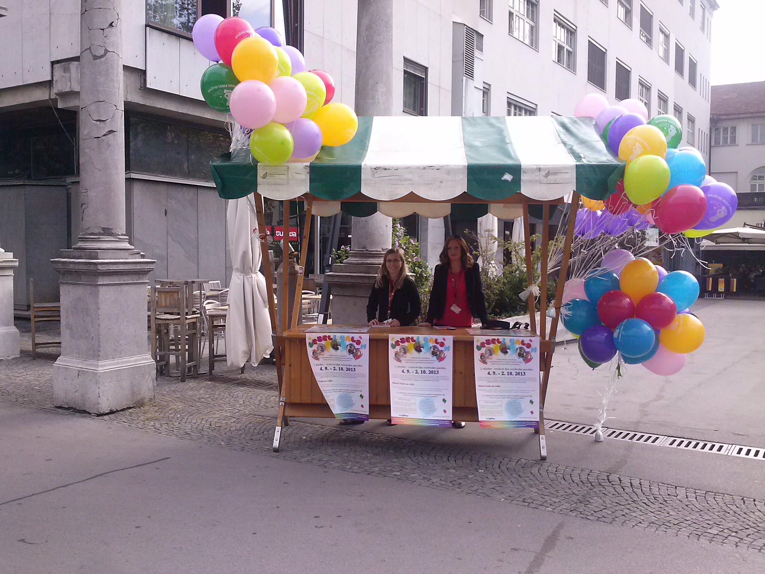 Veseli balon 4.9.2013 pred trgovino Maxi